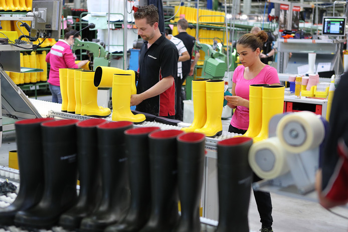 Laarzenfabriek Dunlop houdt eind maart een open banenavond voor nieuwe uitzendkrachten.