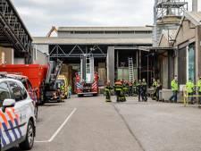 Brandweer redt gevallen Waalwijkse monteur met kraan uit houtversnipperaar in Dongen