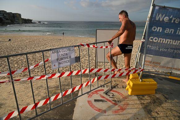 Op zondag was Bondi Beach grotendeels verlaten, maar dat neemt niet weg dat toch sommigen het verbod in de wind slaan.OUT