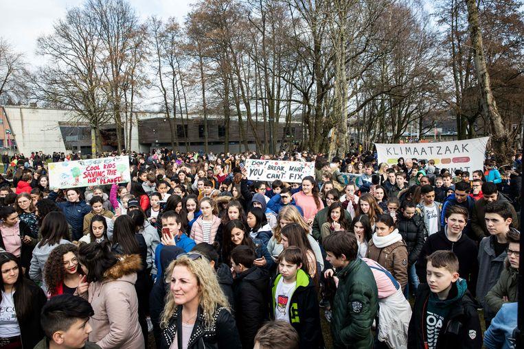 De klimaatmars in Genk, waaraan een kleine 5000 jongeren deelnamen, werd onder de loep genomen op de gemeenteraad.