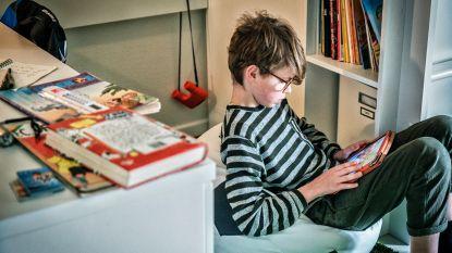 """""""Papa zit 's avonds altijd op zijn gsm en mama kijkt naar kleren op winkelsites"""": kinderen over regels rond schermgebruik"""