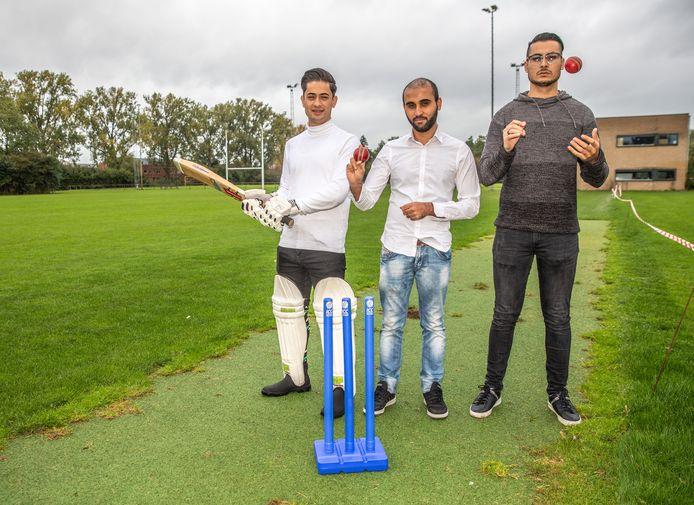 Hussain Jafari, Jawad Bawar en Danish Malik (vlnr) trekken de kar bij Cricketclub Zwolle.