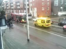 Vrachtwagen ramt tram op Jonker Fransstraat