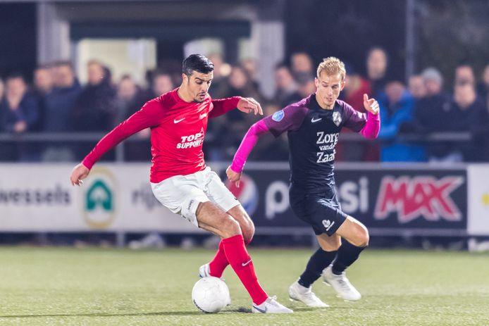 Hakim Ezafzafi namens Excelsior'31 in balbezit tegen toen nog FC Utrecht-speler Vaclav Cerny. Cerny komt nu uit voor FC Twente.