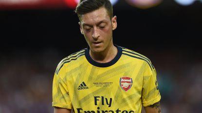 Adidas moet besparen en laat Mesut Özil na de controverse te veel vallen
