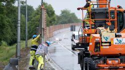"""Wegarbeiders moeten wegspringen voor Roemeense wegpiraat (22): """"Hij haalde snelheden tot 190 kilometer per uur ter hoogte van de werf op de R6"""""""