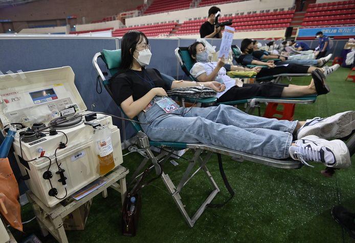 Près de 200 membres d'une Église sud-coréenne controversée, guéris du coronavirus, ont donné leur plasma sanguin.