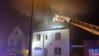Woning minstens enkele dagen onbewoonbaar door dakbrand