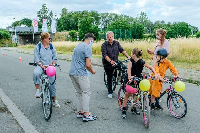 Of het nu een wagen, een fiets of een step is, elk transportmiddel krijgt een ballon na de ontsmetting.