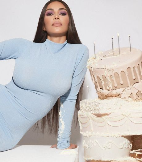 Kim Kardashian casse les internets en sortant sa hotte de mère Noël