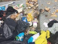 Gigantische puinzooi rond afvalcontainers Van Goghplein in Almelo