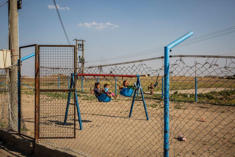 Kinderen uit IS-gezinnen spelen in het Al Roj-kamp in de autonome Koerdische regio in Noord-Syrië.  Beeld Hollandse Hoogte / The New York Times Syndication