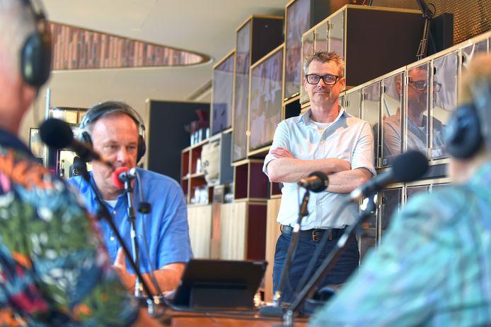 Een programma van de ORTS, met op de achtergrond Peter de Hoogh.