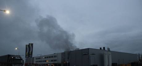Grote brand bij Vivera in Holten, personeel geëvacueerd