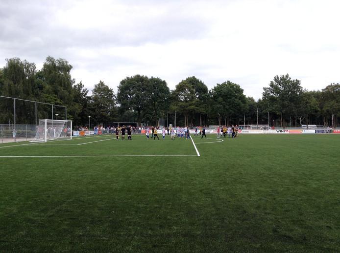 RWB heeft zaterdagmiddag op hoofdveld van WSC in de finale tegen Baardwijk de Waalwijk Cup gepakt.