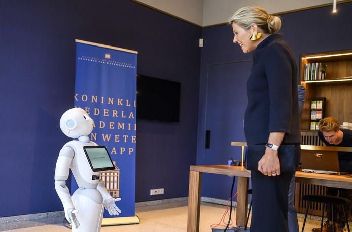 Koningin Maxima en robot Leonali.