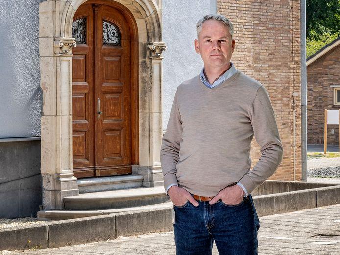 RIVM-modellenmaker Jacco Wallinga, voor de historische gevel van het Rijksinstituut.