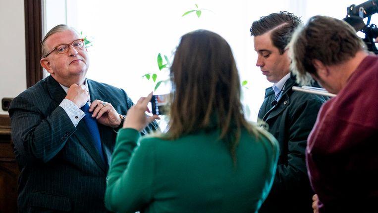 Henry Keizer in gesprek met de pers in april 2017. Beeld Freek van den Bergh / de Volkskrant