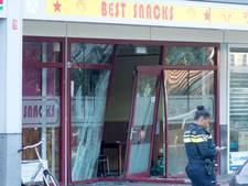 Drie gewonden nadat auto winkelgevel ramt in Diemen