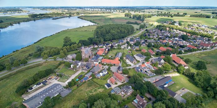 Het dorpje Alem aan de overkant van de Maas.