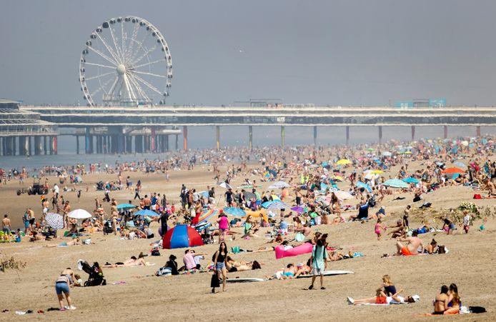 Op Hemelvaartsdag werd het op het Scheveningse strand nog erg druk