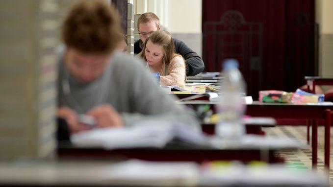 Steeds meer Vlamingen halen diploma secundair en hoger onderwijs