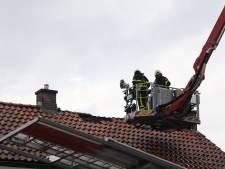 Veel schade na brand door blikseminslag in woning in Wijk en Aalburg