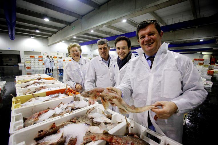 Marie-Jeanne Becaus, Johan Van de Steene, Francesco Vanderjeugd en Bart Tommelein in de Zeebrugse vismijn.