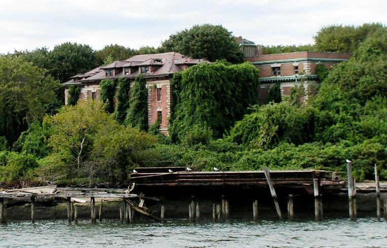 Het voormalige Riverside Hospital op North Brother Island.