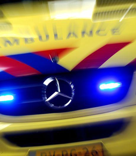Scooterrijder gewond geraakt bij botsing met auto in Leiden