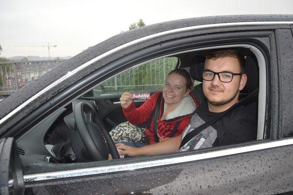 Sam De Decker en passagier Saskia Van der Biest kregen een Bobette-sleutelhanger mee naar huis.