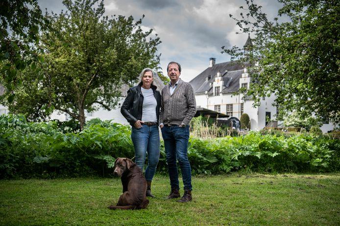 Jan Willem en Fabienne  't Hooft-Braam bij Slot Doddendael.