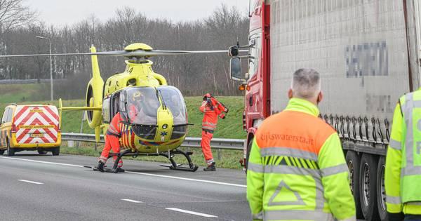 Ongeluk met vrachtwagens op A58 bij knooppunt Galder: snelweg dicht richting Tilburg.