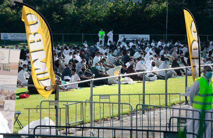 Het veld van GSV in Gouda als locatie om te bidden voor moslims tijdens het offerfeest.