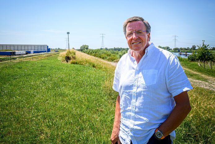Voormalig Mepavex-directeur Arn van der Vorst met op de achtergrond industrieterrein Noordland.