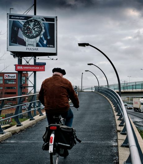Nieuw fietsviaduct maakt het veiliger om de A16 over te steken