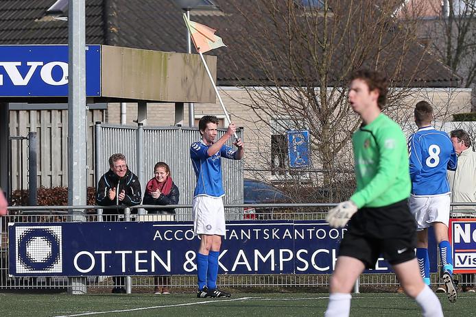 Jop van Steen viert zijn treffer tegen Juliana'31. Foto: Fons Sluiter