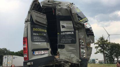 Trucker knalt op defecte bestelwagen