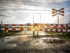 Auto ramt spoorwegovergang in Weert