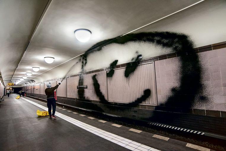 De 74-jarige straatfotograaf Martha Cooper ging een week met graffiticollectief 1UP op pad