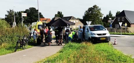 Inhaalmanoeuvre wielrenners in Zevenaar gaat mis: drie gewonden