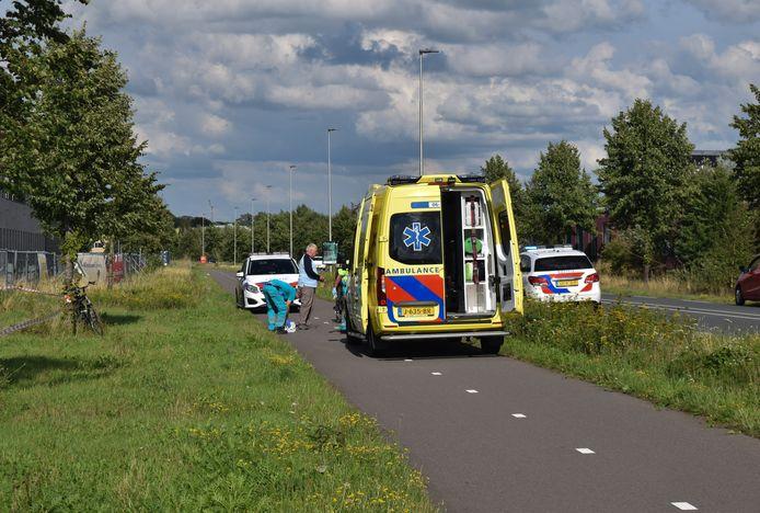 Hulpdiensten bij het ongeluk aan de Bedrijvenweg.