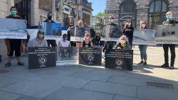 """Animal Resistance voert actie bij opening Antwerpse Zoo: """"Wij komen net uit ons kot, maar die dieren zitten heel hun leven in lockdown"""""""