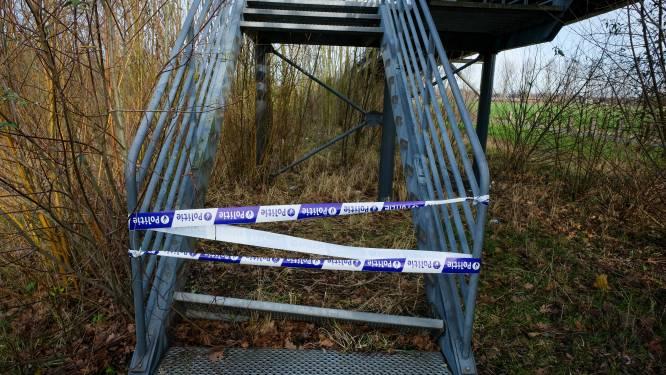 Bizarre diefstal: tien traptreden voetgangersbrug gestolen
