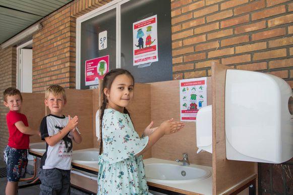 Veelvuldig de handjes wassen is geen probleem in de wijkschool ORC in de Pijnderslaan.