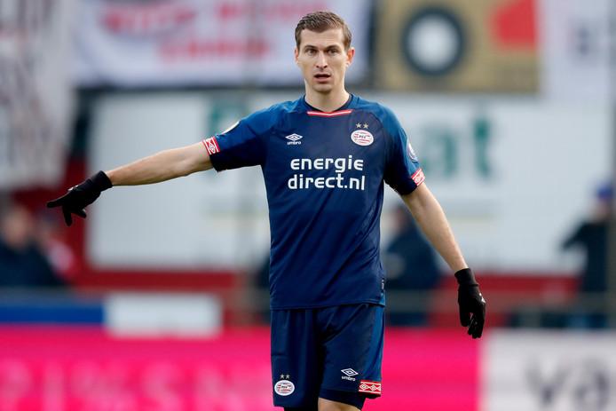 Daniel Schwaab leed met PSV duur puntenverlies in Emmen.