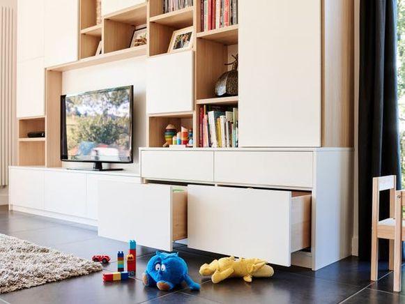 Als je kinderen hebt, zorg je best voor grote lades om speelgoed in op te bergen. Voorzie die dan ook op hun hoogte.