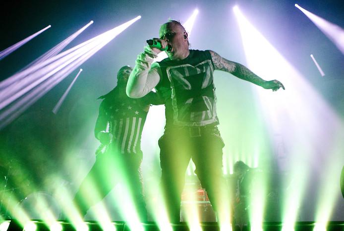 De Britse danceformatie The Prodigy met zanger Keith Flint tijdens een optreden in de Amsterdamse Heineken Music Hall in 2015.