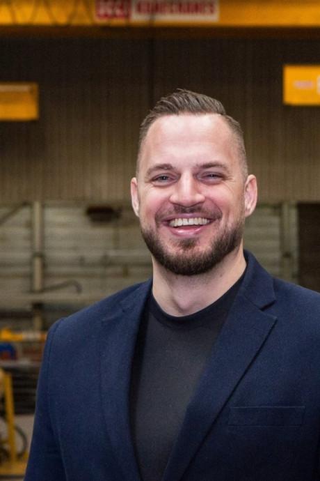 'Beer van een vent' Chris (31) tilt auto op en redt fietser in Breda: 'Ik heb gewoon een bierbuikje, hoor'