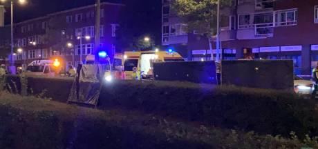 Vrouw geschept door auto op Gordelweg, bestuurder rijdt door